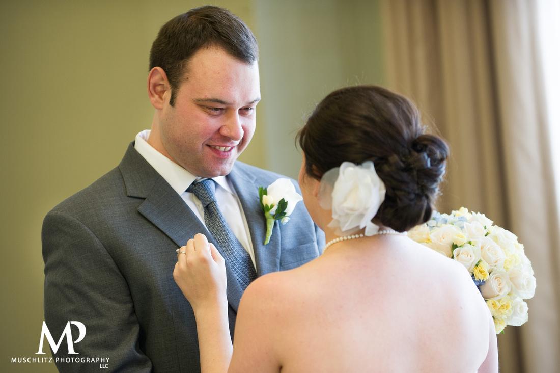 wedding-tip-wednesday-muschlitz-photography-columbus-ohio-first-look-bride-groom
