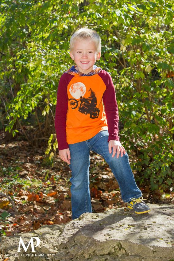 fall-family-portraits-creekside-park-plaza-gahanna-ohio-columbus-portrait-photography-muschlitz-photography