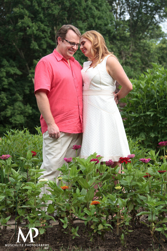 summer-engagement-session-inniswood-metro-gardens-westerville-ohio-muschlitz-photography